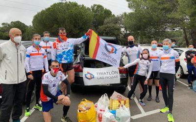 Recogida solidaria de alimentos por el Club Triatlón Las Rozas.